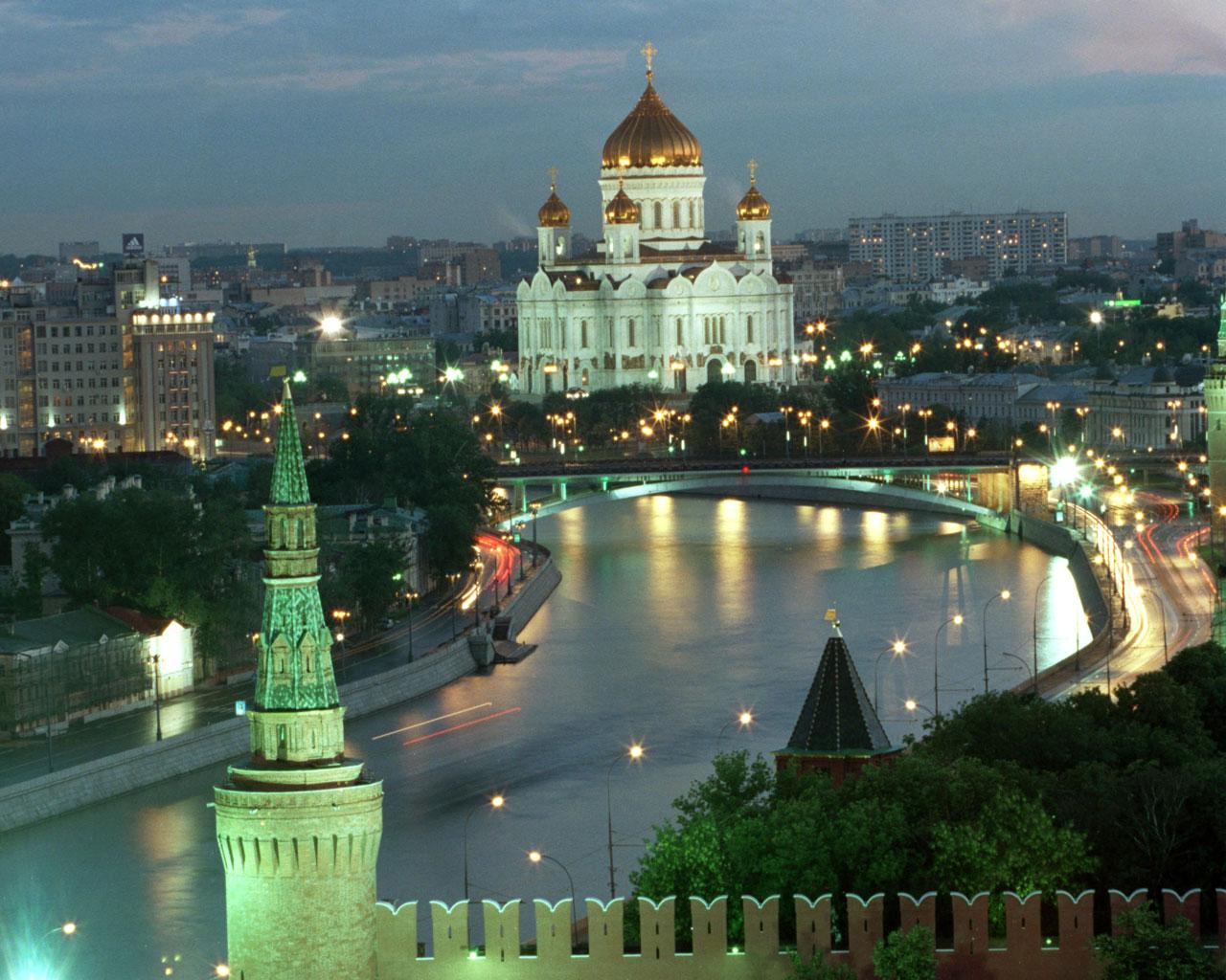 Moscow - Looking over Muskova River to the Cathedral of Christ the Saviour Wallpaper #2 1280 x 1024