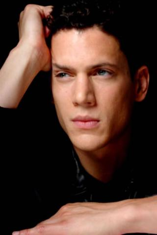 Wentworth Miller -  Wallpaper #2 320 x 480 (iPhone/iTouch)