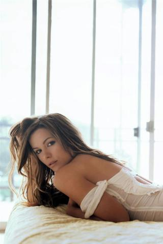 Kate Beckinsale -  Wallpaper #2 320 x 480 (iPhone/iTouch)