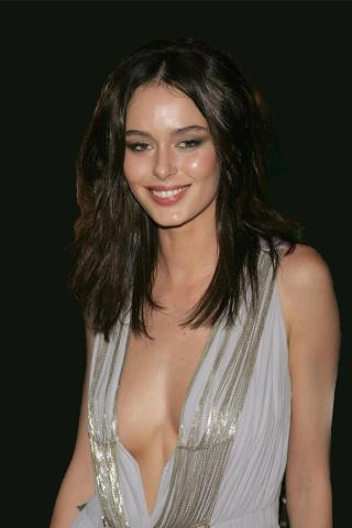 Nicole Trunfio -  Wallpaper #3 320 x 480 (iPhone/iTouch)