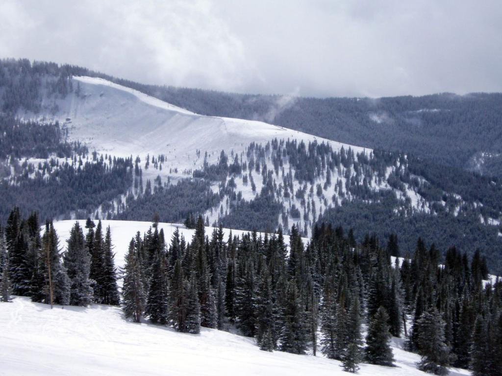 best ski resort - vail, colorado 1024x768 wallpaper #1